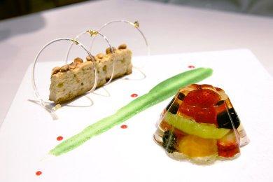 Gelatina di Frutti al Moscato con Torta Sbrislona