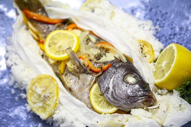 10.	Spanish Baked Whole Fish with Saffron & Bell Pepper in Rock Salt