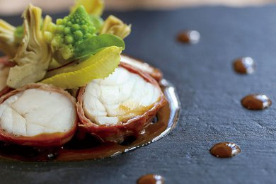 Pan-fried Cod Fish Fillet Roulade with Jamón & Gravy