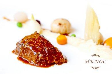 燉豬臉頰肉配芥末籽醬汁及奶油芹菜頭蓉